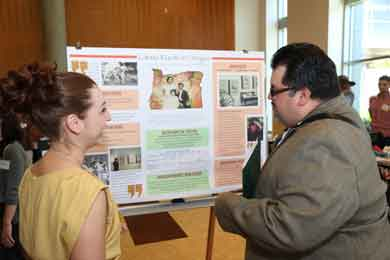 At Showcase Oregon 2014, CLLAS GTF Linda Barrera talked with Javier Cervantes about the poster she designed. Cervantes is the Director of Diversity and Community Engagement at Linn-Benton Community College / photo by Jack Liu.